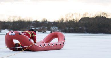 Einsatz: 2 Personen in See eingebrochen